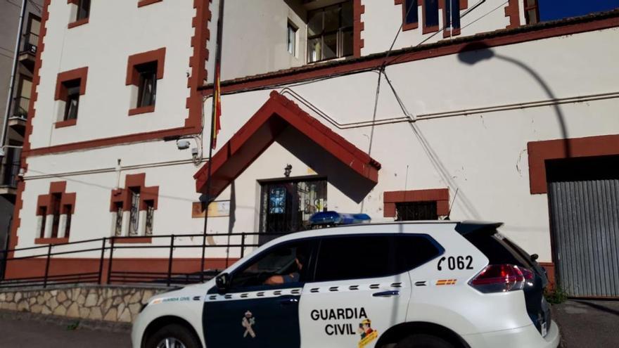 Denunciados 22 jóvenes en Turón por una fiesta ilegal en un bar