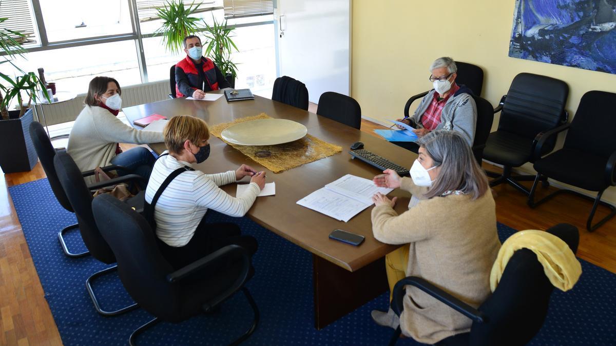 Reunión de los portavoces en Cangas sobre el Plan Concellos