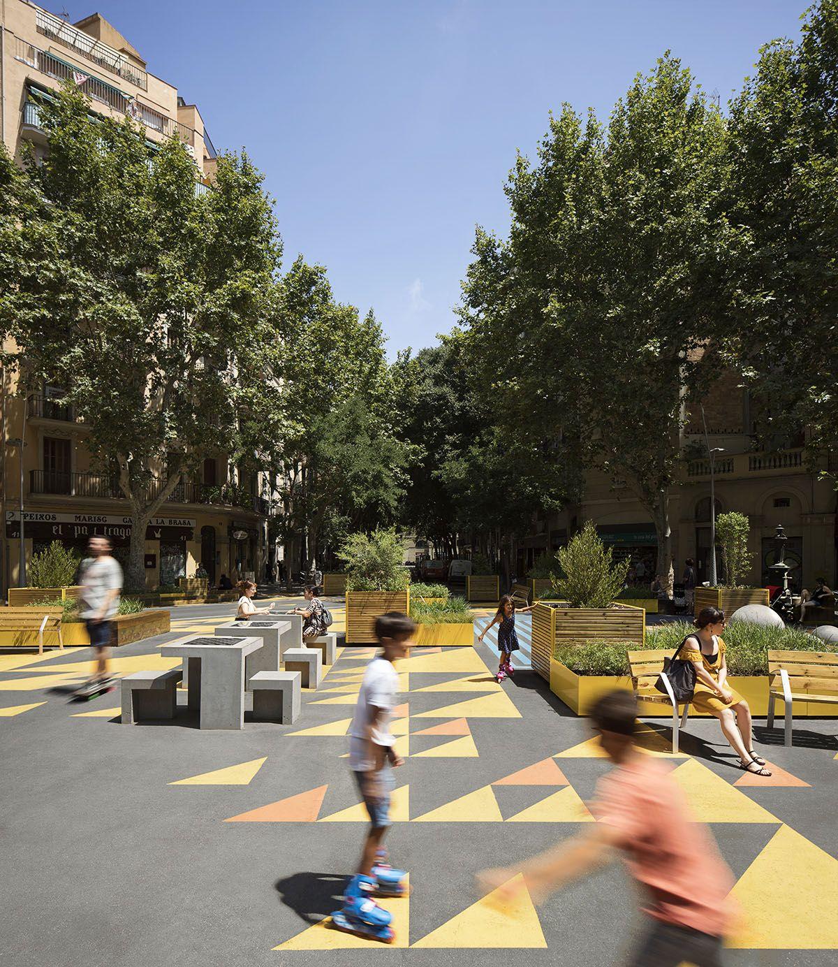 Nuevo mobiliario urbano barato para València