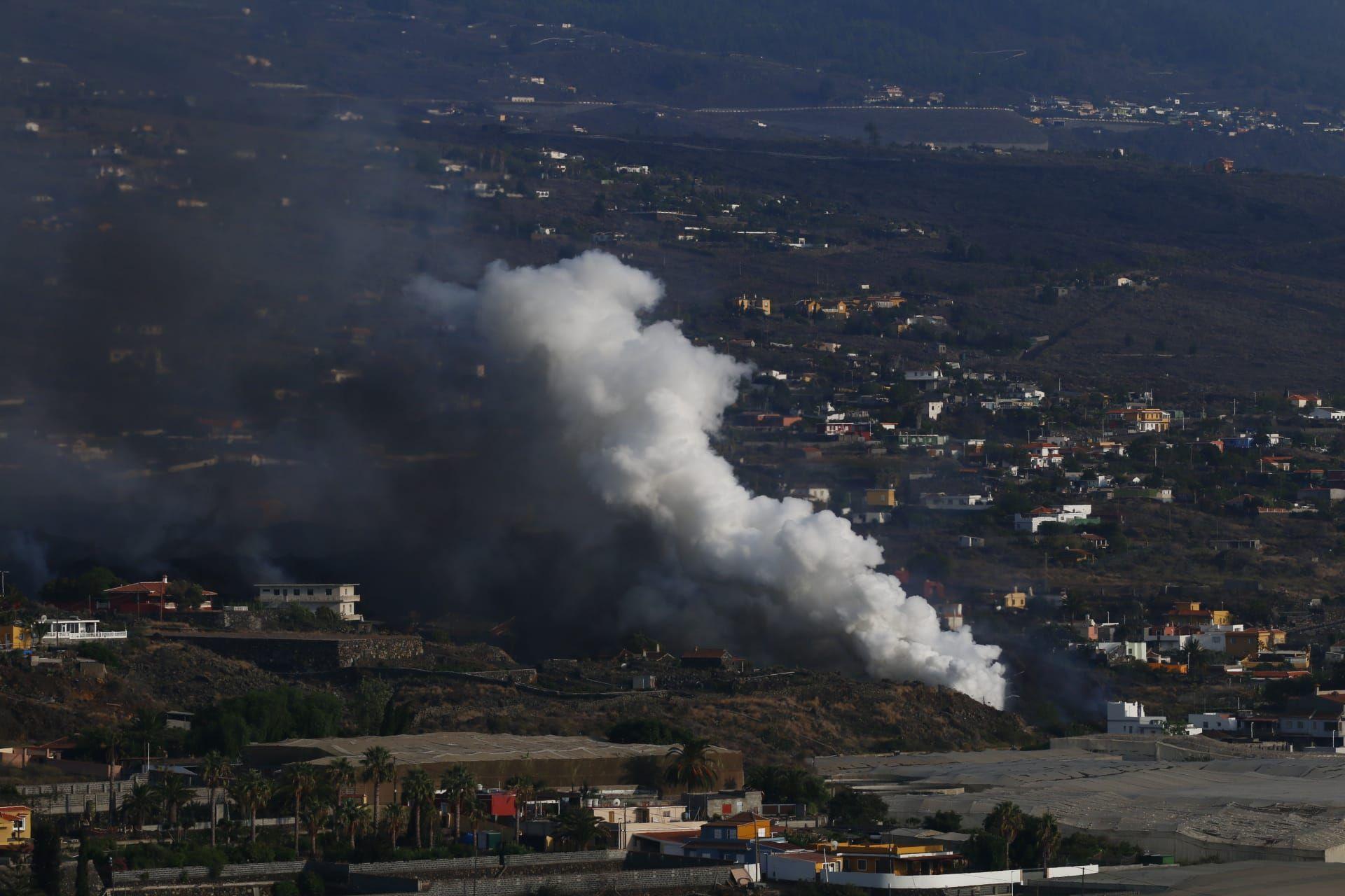 Erupción en La Palma: La lava atraviesa Todoque y se aproxima al mar