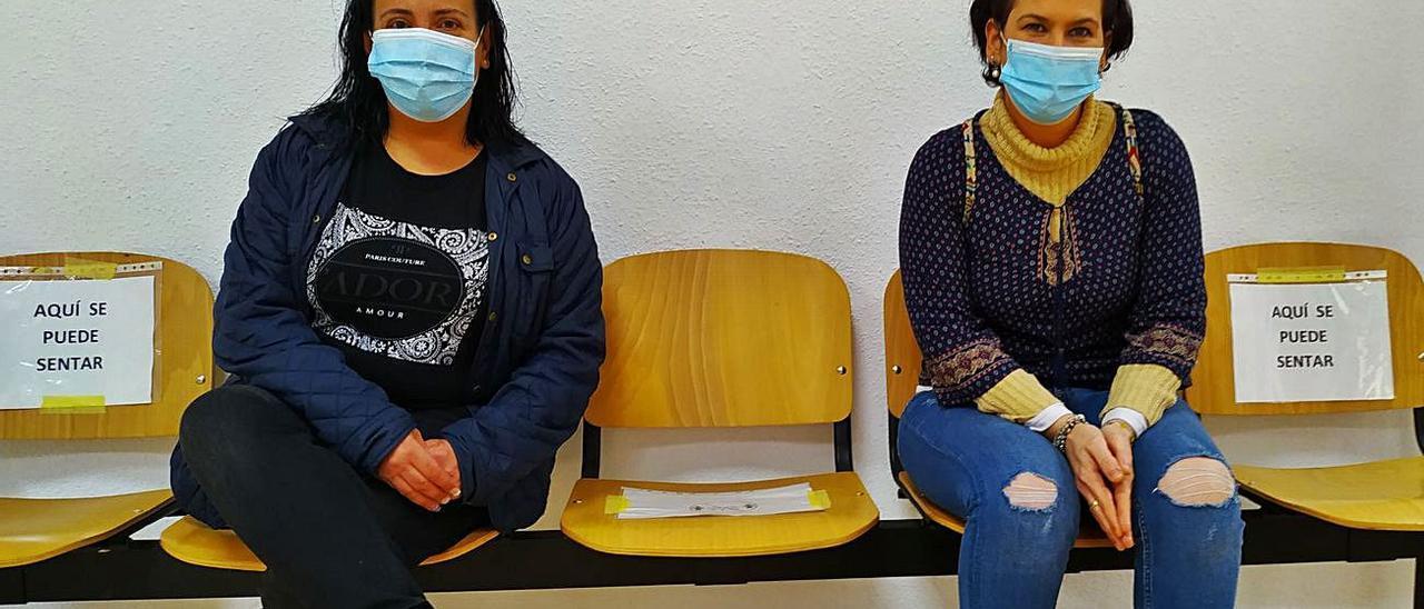 Lucía y Vanesa, en la sede de Cruz Roja, en Mislata. | L-EMV