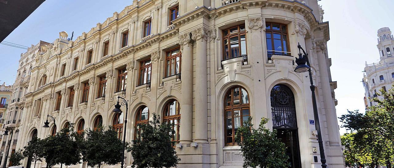 Correos cederá su sede en Barcelona conservando la propiedad y un local