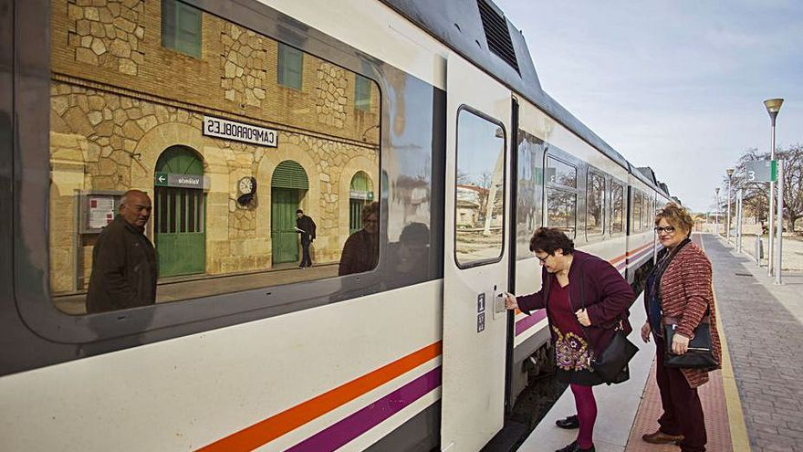 La reparación del tren de València a Madrid encalla en el Senado