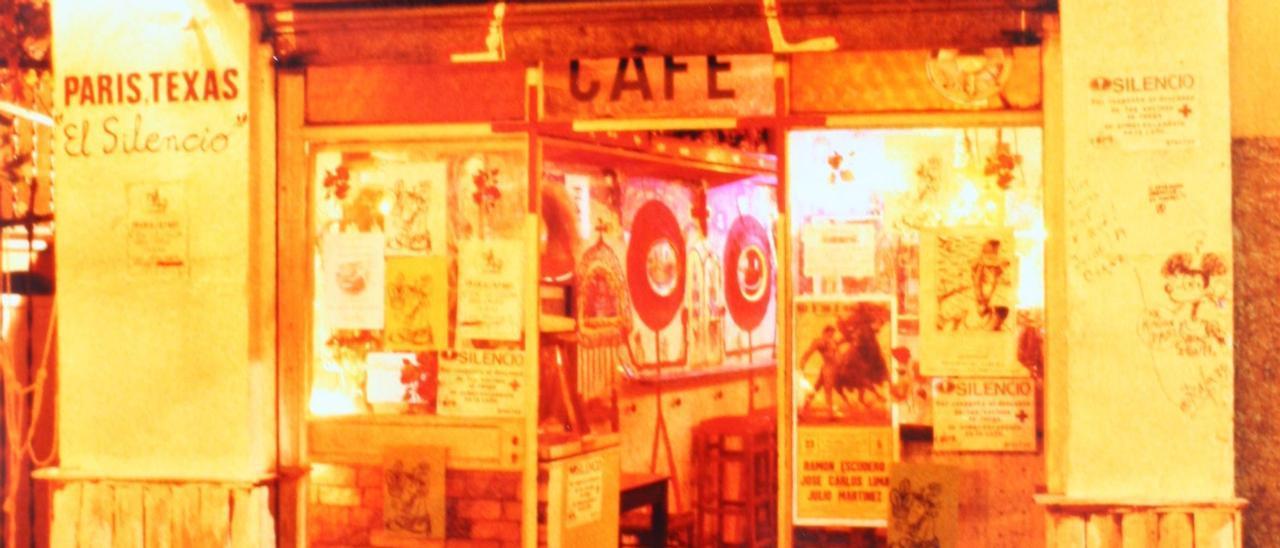 Exterior del Paris Texas.jpg