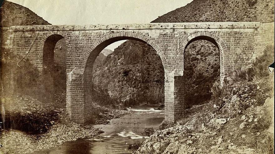El puente romano do Bibei, casi dos milenios de historia y aún con tráfico