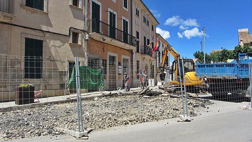 Iniciadas las obras de ampliación de una parte de la Plaça Major de Campanet