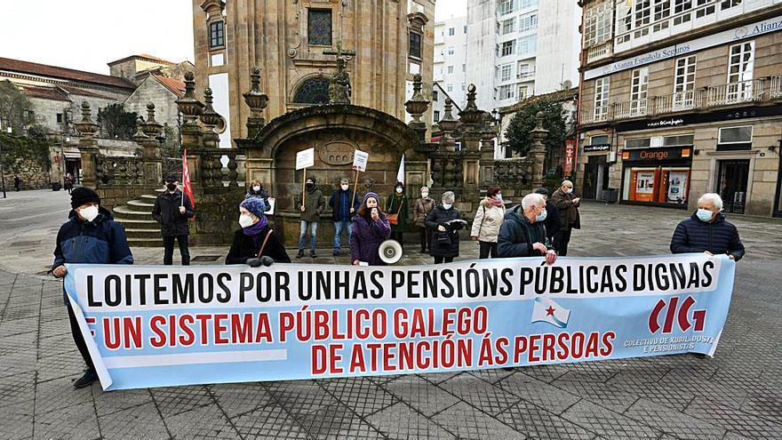 Los pensionistas demandan un sistema público gallego de atención a las personas