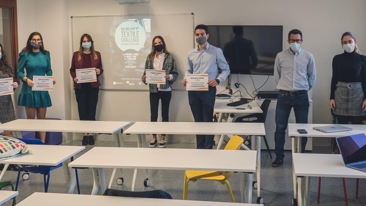Los alumnos galardonados, en la entrega de premios