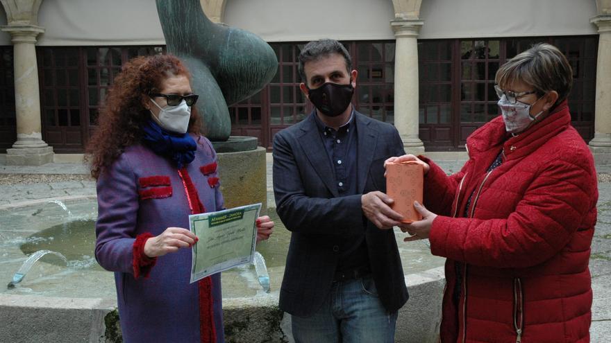 Ángeles Valera recibe el Premio Mujer Rural por el proyecto de mascarillas solidarias en Zamora