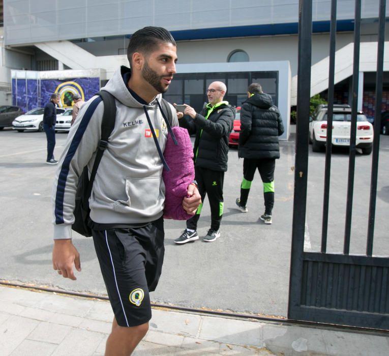 Salida de los jugadores del Hércules hacia Zaragoza