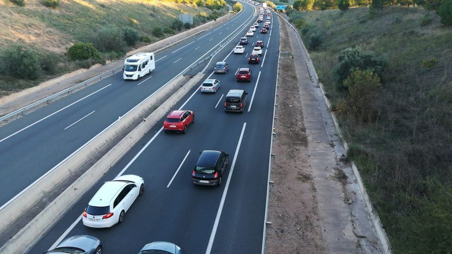 Largas colas por un accidente en Castellón en pleno retorno del puente