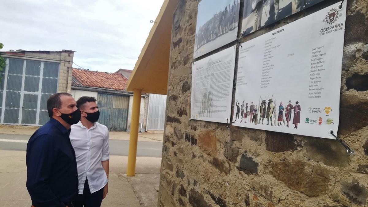 Francisco Requejo durante la visita a la exposición.