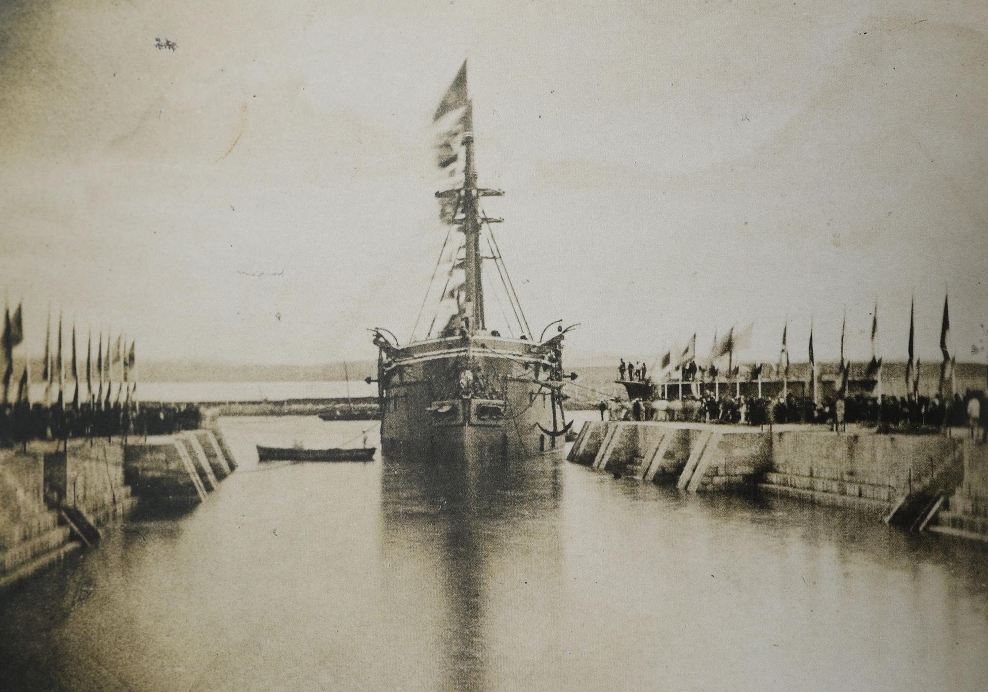 Una travesía fotográfica al pasado de la Marina española de casi cien años de navegación