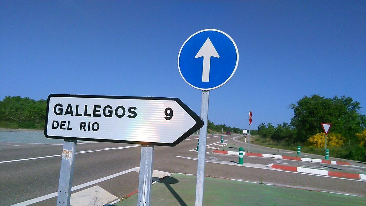 Cruce de Gallegos del Río en la carretera N-122
