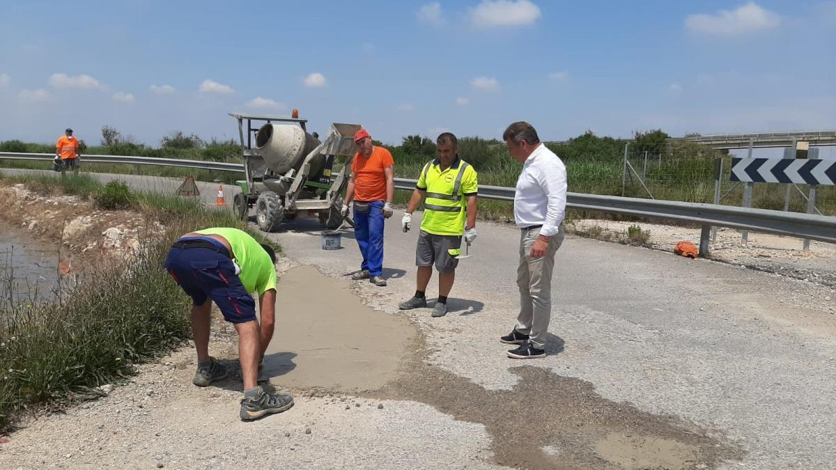Sueca asume el reto de reparar en quince días todos los caminos rurales