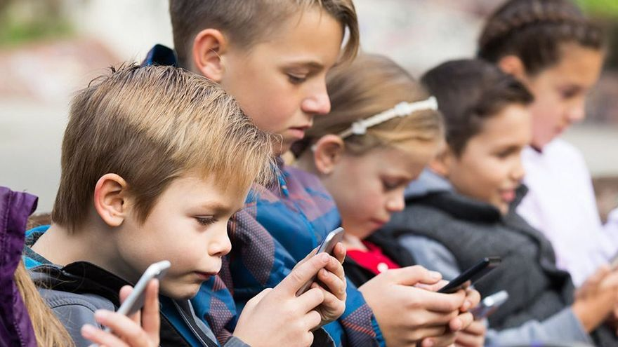 Los niños se reenganchan al móvil