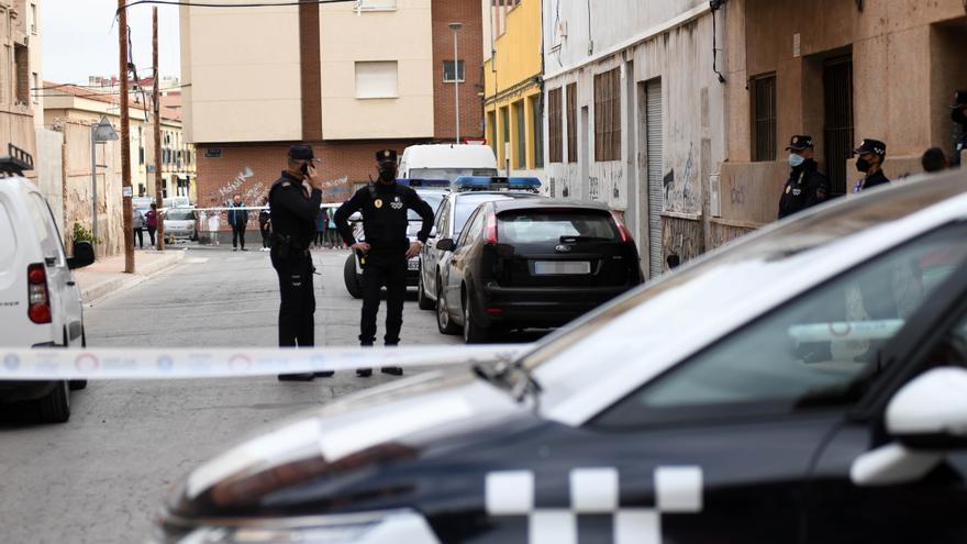 La Policía incauta 300 plantas de marihuana en un piso okupa de Espinardo