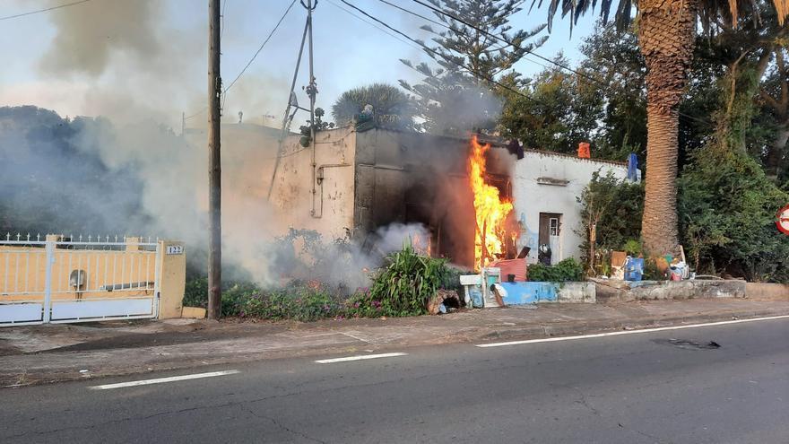 """Arde en Tenerife la """"casa de los objetos extraños"""""""
