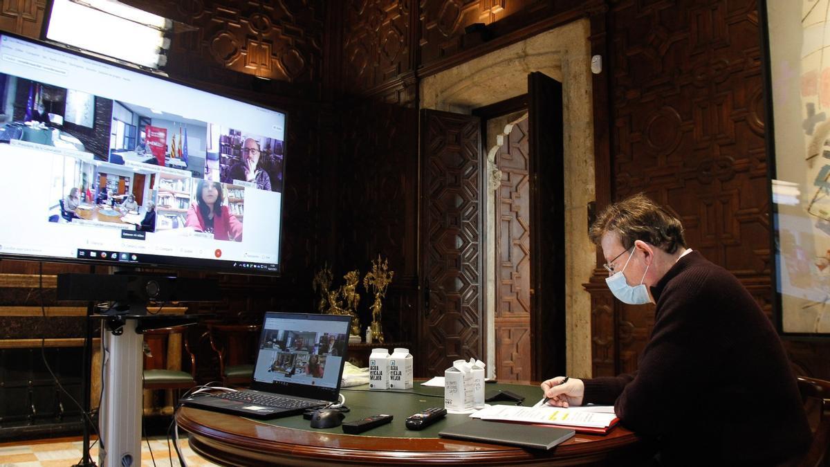 Puig durante la reunión sobre el estado de las infraestructuras sanitarias por la covid en Valencia.