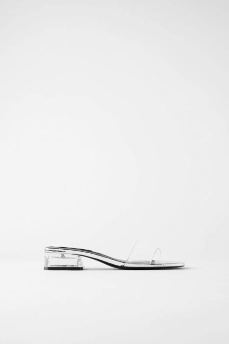 Sandalias transparentes de Zara. (Precio: 25,95 eu