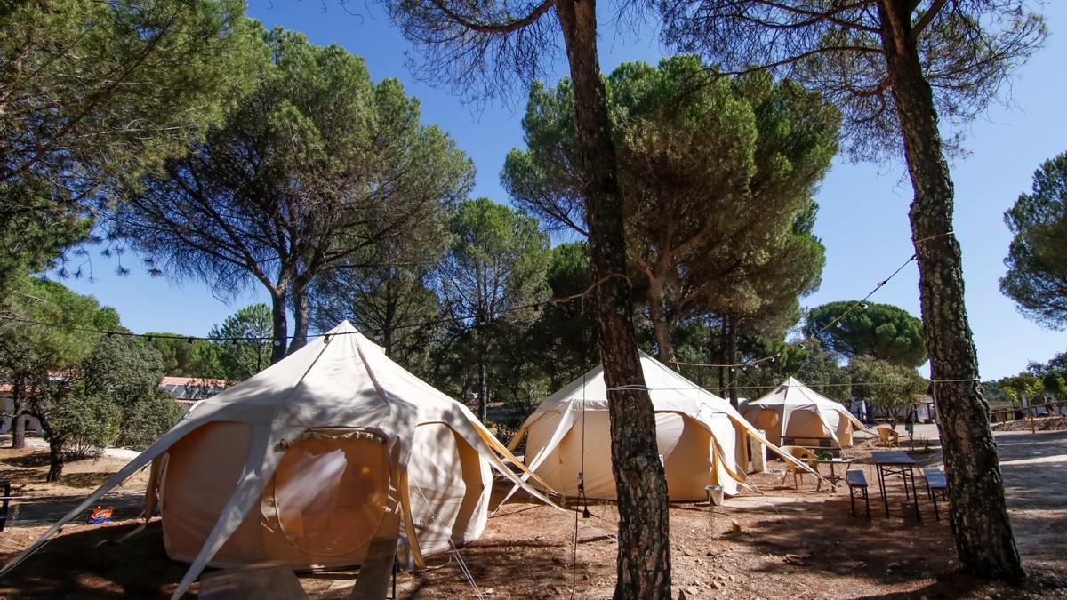 Recinto del camping Los Villares Sierra de Córdoba.