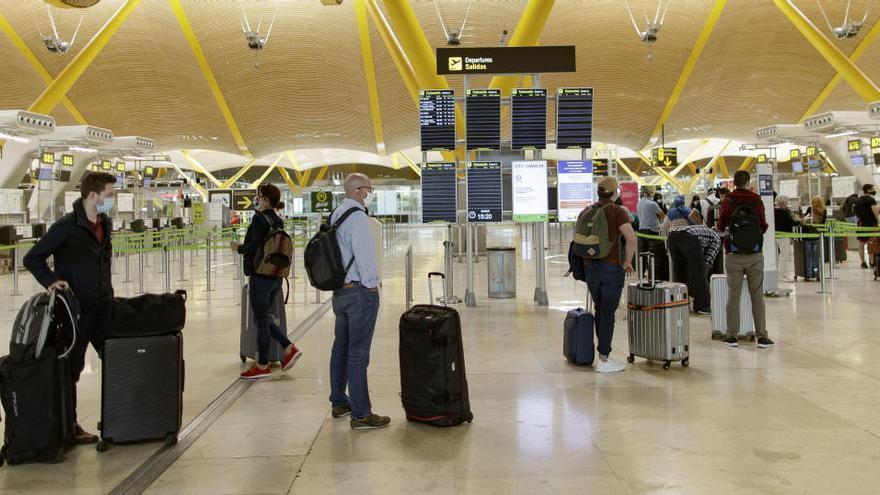 La caída de pasajeros en aeropuertos se acentúa en octubre con un 82% menos