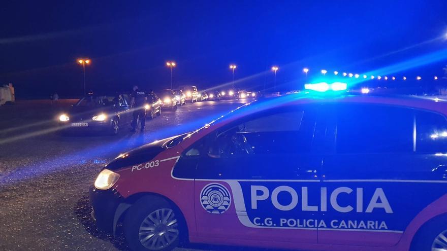 Intervención policial anticovid en el recinto ferial de Arrecife por carreras ilegales de coches (27/02/2021)