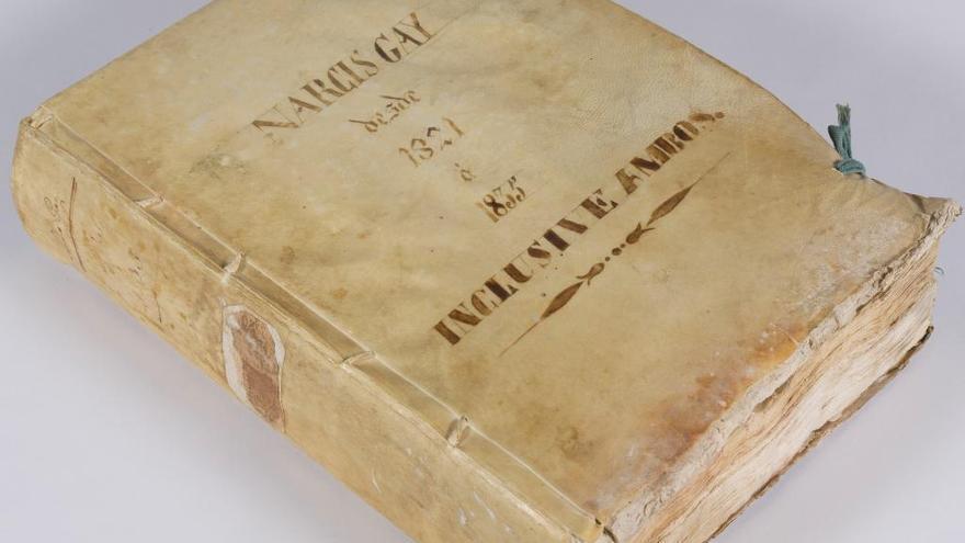 Restauren un llibre notarial de Figueres del segle XIX dipositat a l'Arxiu Comarcal