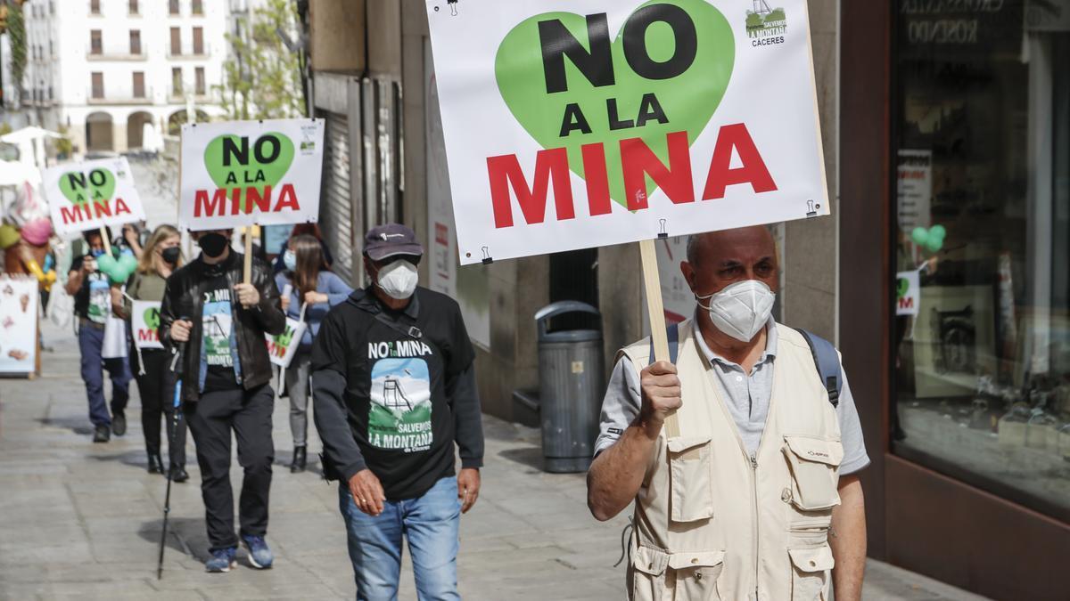 Protesta contra la mina celebrada en Cáceres.