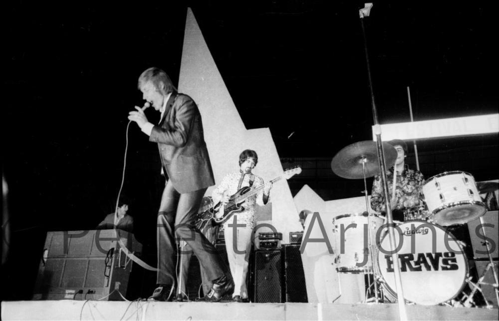 ACTUACIÓN DE LOS BRAVOS EN EL FESTIVAL DE BENIDORM. 1969.