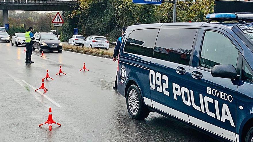 La Policía Local multa a 56 personas por salir de Oviedo sin justificación