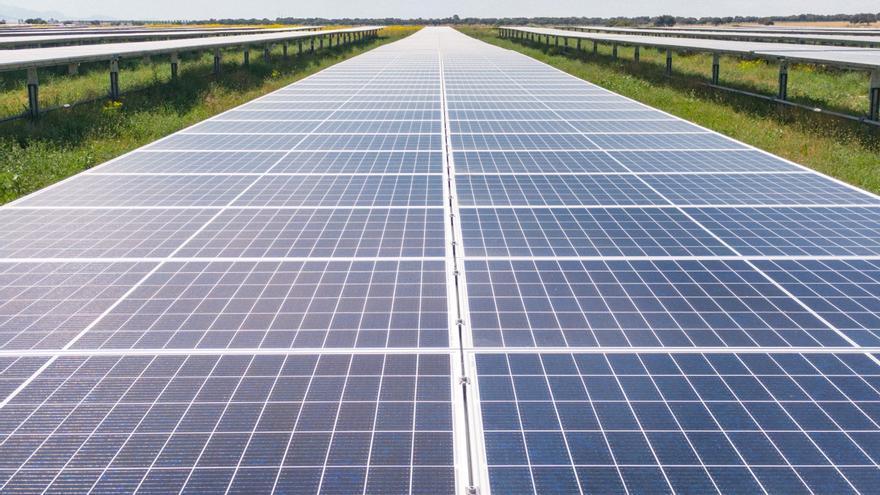 La firma Solarcentury construirá una planta solar de 115 millones entre Villena, Biar y Cañada