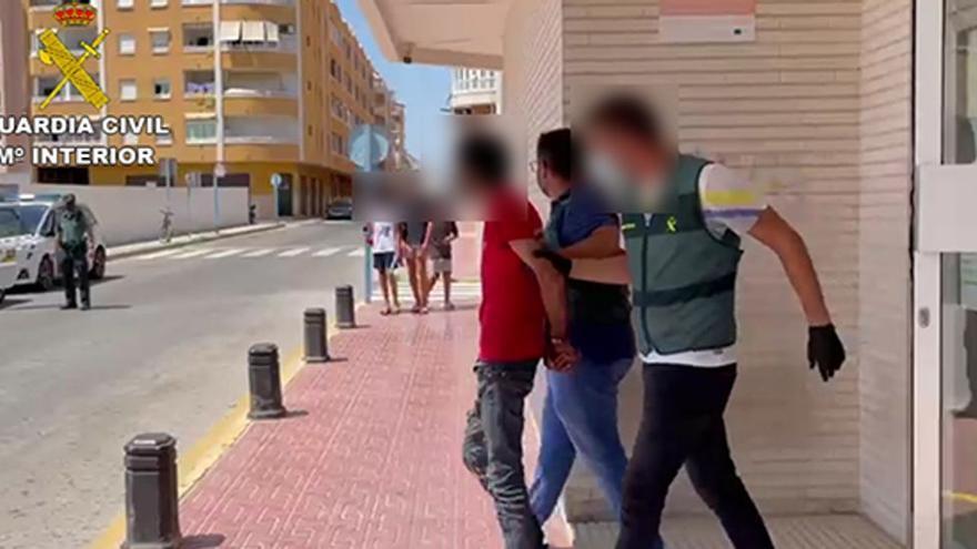 Detenido por apuñalar a un hombre en el cuello con un cúter en Torrevieja