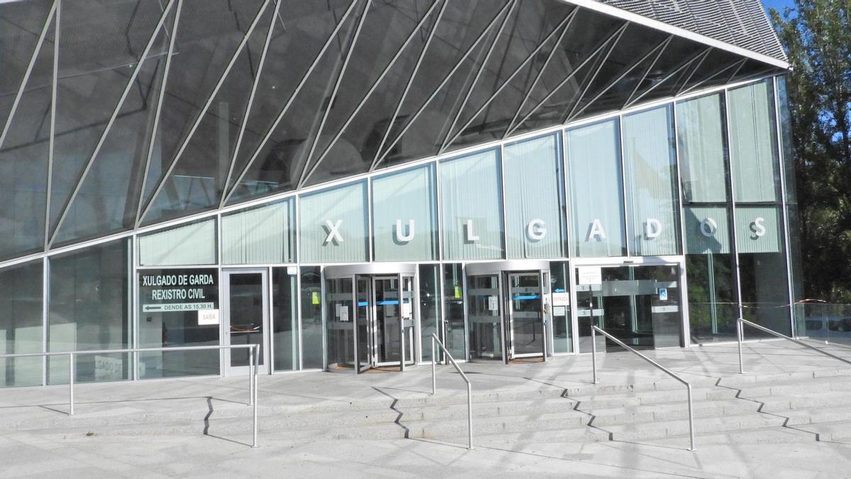 Entrada del edificio judicial de Ourense. // F. CASANOVA