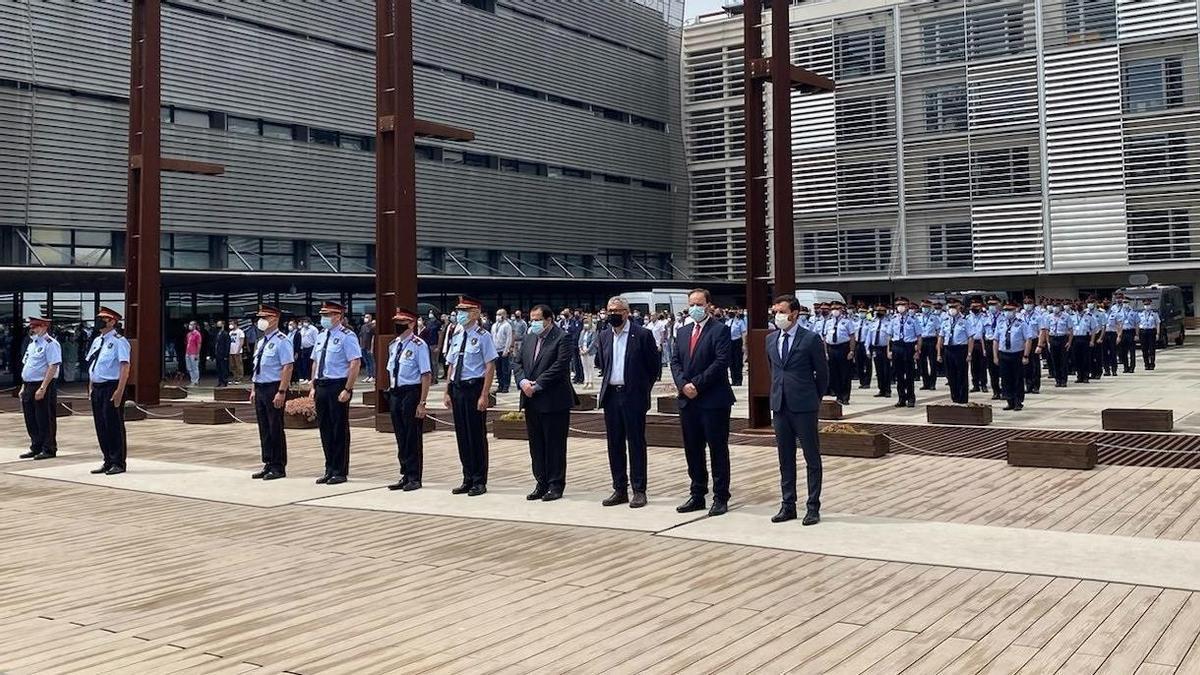 Recuerdo a la mossa d'Esquadra con un minuto de silencio en el complejo central de Mossos.