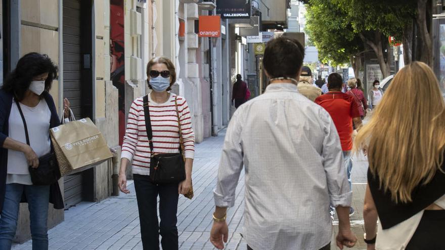 Los servicios valencianos aguantaron mejor que la industria en abril