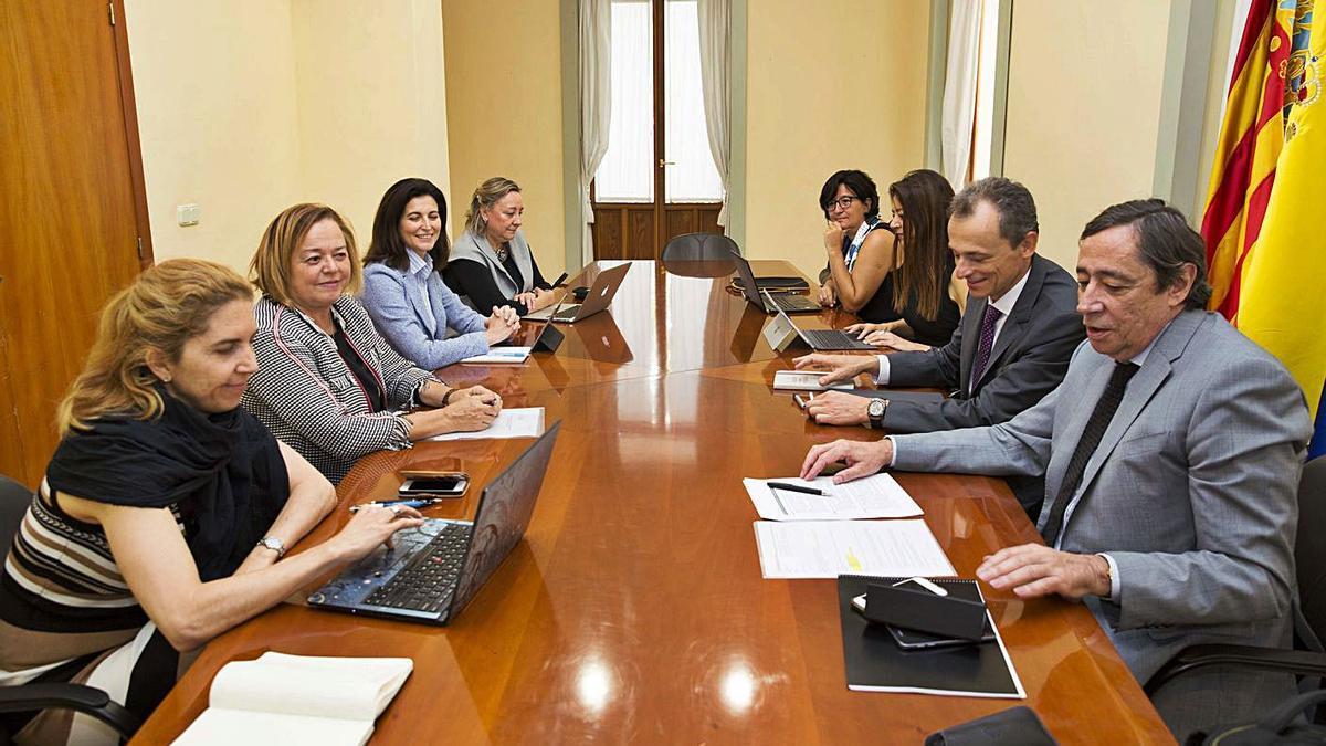 Reunión con la consellera Pascual y el ministro Duque sobre el centro de envejecimiento.
