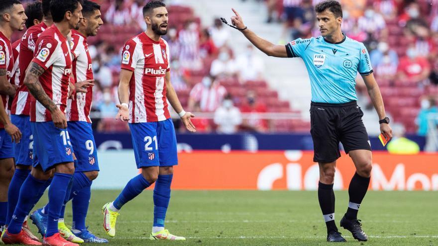 """Lío en el Atlético - Athletic: """"Este árbitro es muy malo, no va a volver a venir aquí"""""""