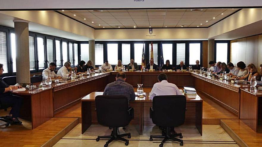 El pleno de Calvià exige la destitución de Carbonero por el PGOU,  pero el alcalde la descarta