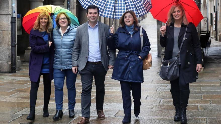 Los candidatos gallegos reflexionan entre vermús, misas y leche con cacao