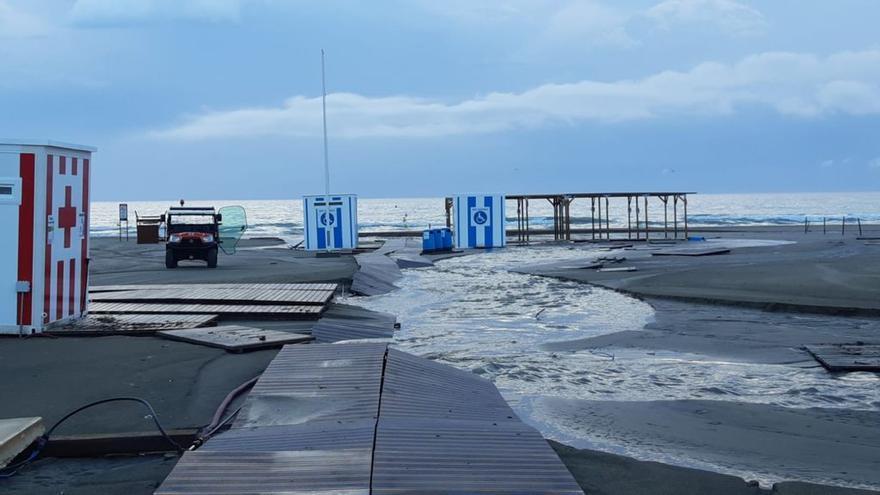 Accesos cerrados a la playa de Canet