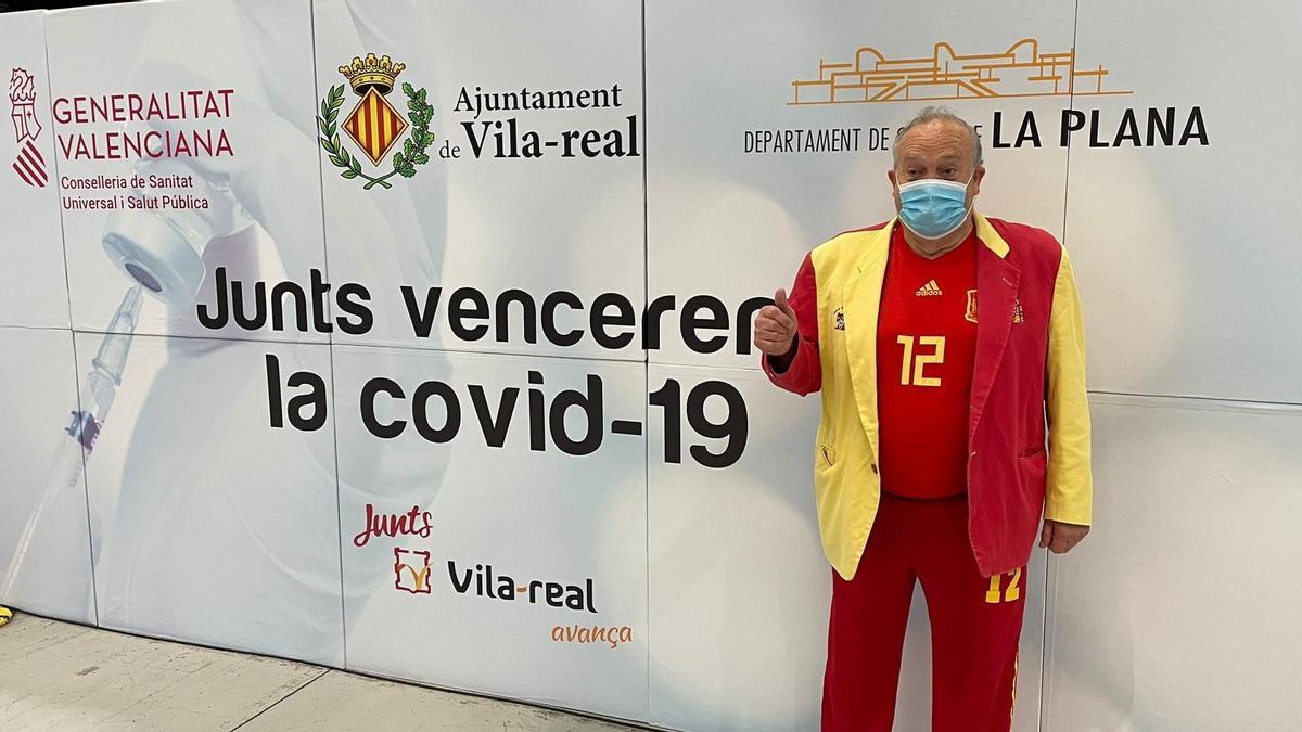 Manolo 'el del Bombo' se vacuna en Vila-real