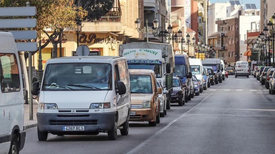 Protestas de los vendedores ambulantes en Guardamar por el cambio de ubicación