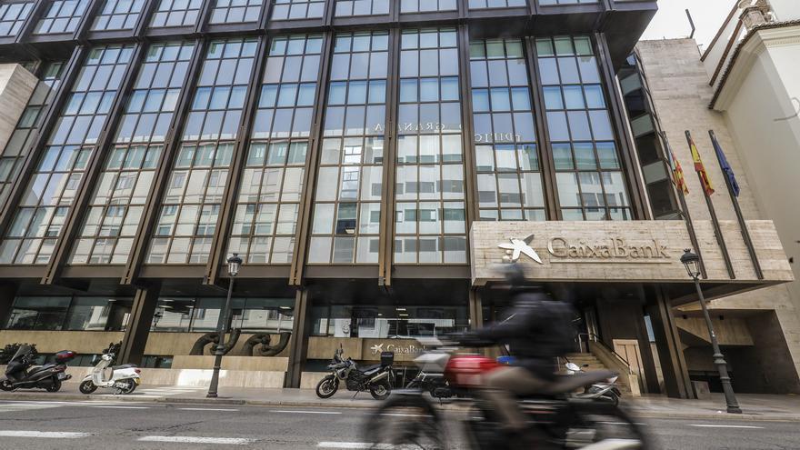 CaixaBank inicia la sustitución de la marca Bankia en las oficinas 'retail'