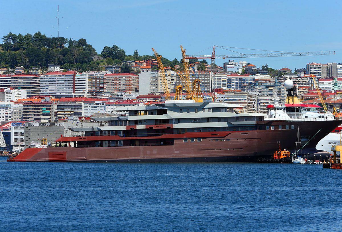 Vigo bota el mayor yate hecho en España