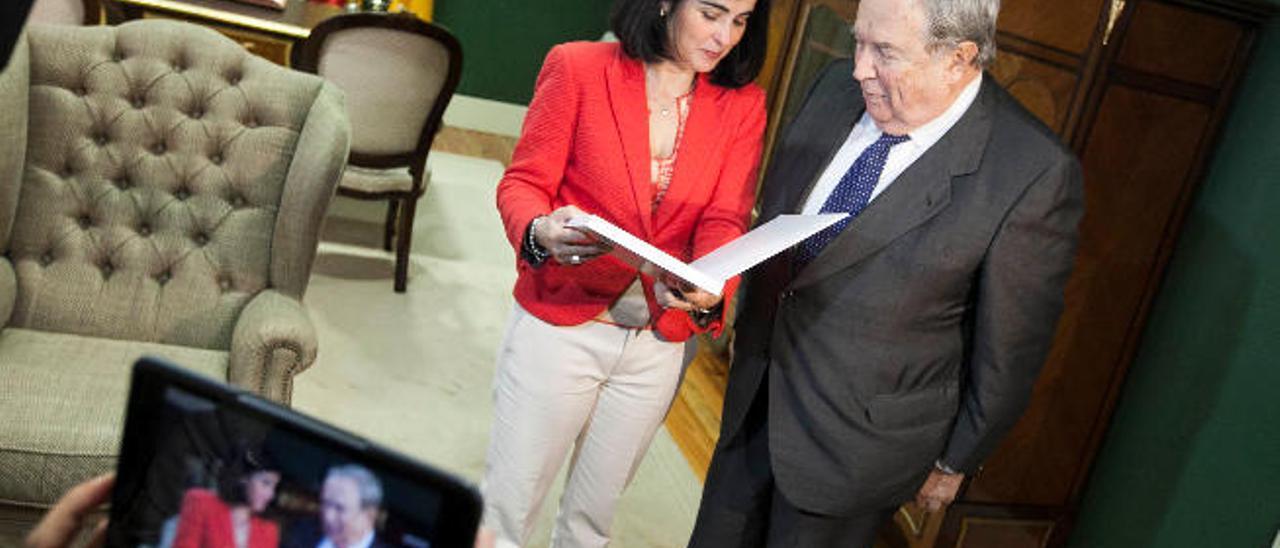 Saavedra propone modificar la ley para reforzar el papel del Diputado del Común