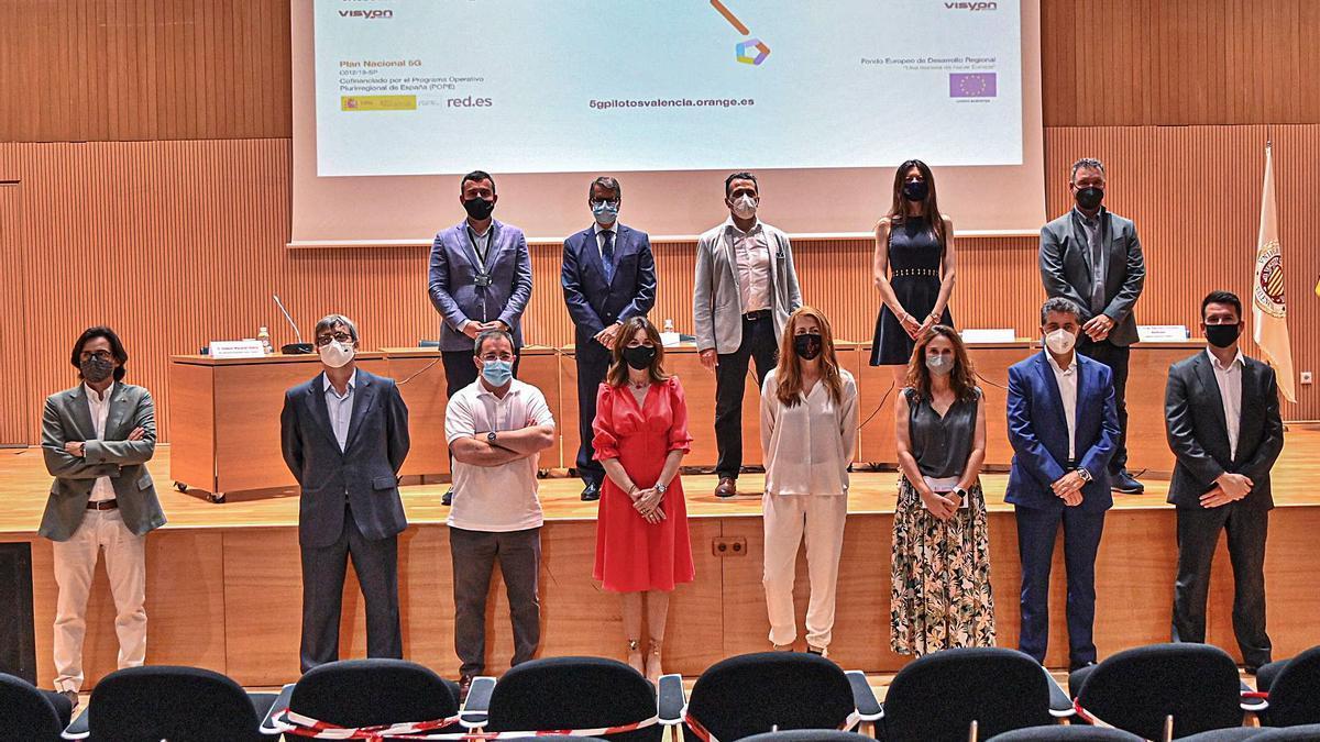 Los participantes en la presentación ayer de los proyectos de 5G que está desarrollando la UTE.   LEVANTE-EMV