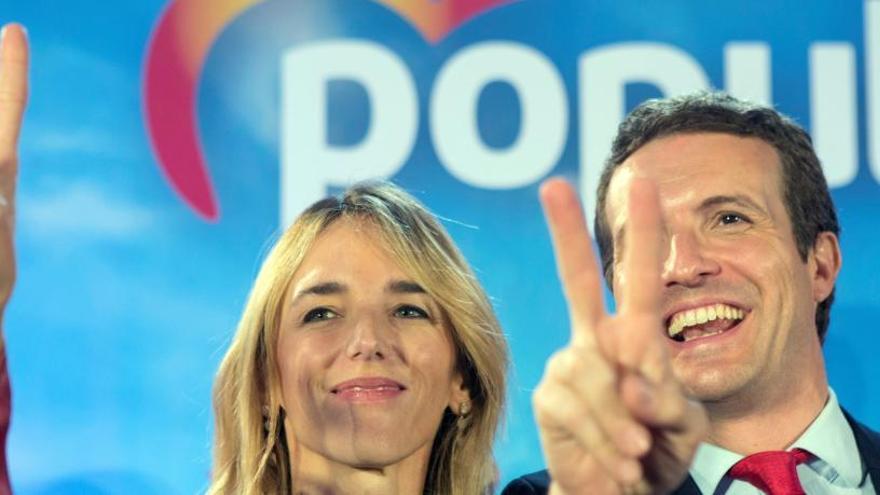 Casado obre la porta a Vox a entrar al Govern