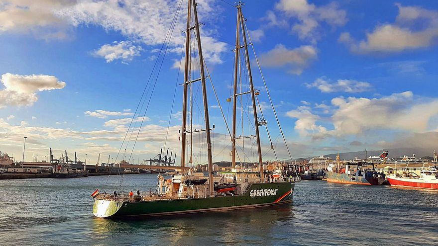 Adiós al 'Rainbow Warrior III'