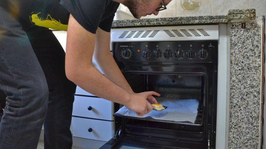 El producto de limpieza que desaparece de los supermercados para dejar el horno como nuevo